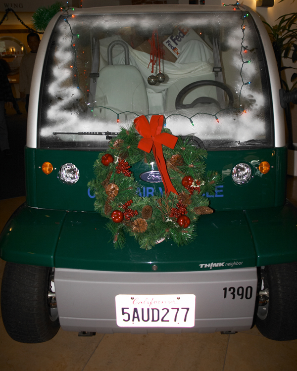 the first floor was looking a little behind when the night before the contest rolled around then all the sudden santas golf cart showed up on the